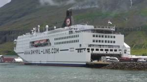 Norröna im Hafen von Seydisfjördur