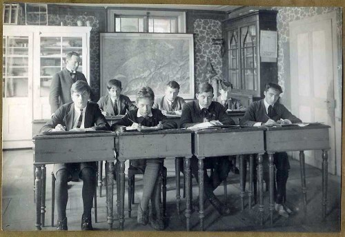 Christian Balzer 1922 im Internat - hintere Reihe links