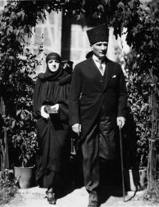 Atatürk mit Ehefrau 1923